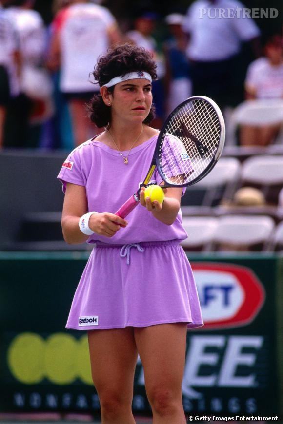 En 1991, Arantxa Sanchez n'a que 20 ans mais a déjà à son compteur une victoire à Roland Garros face à Steffi Graf. Côté look, la coupe mulet fait des ravages.