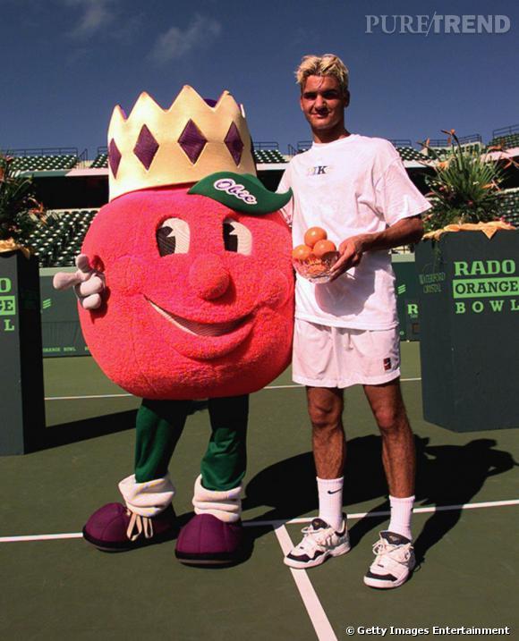En 1998, lorsqu'on découvre Roger Federer et sa décoloration ratée, on ne dit rien mais on sourit.