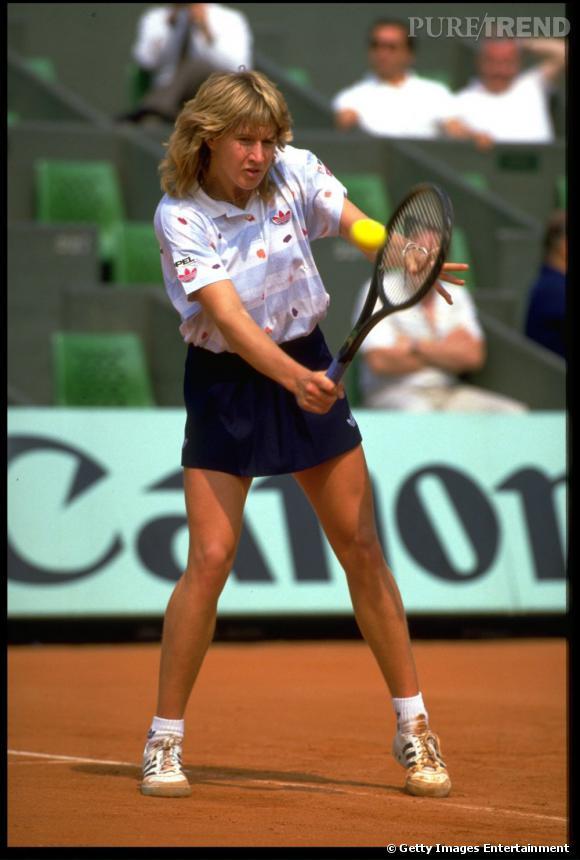 Fin des années 90, la coupe mulet séduit même les filles, comme Steffi Graf.