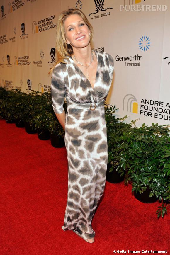 Fini la coupe mulet ! En 2011, Steffi Graf est féminine et apprêtée.