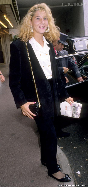 Même la plus jeune numéro 1 mondial, Monica Seles, est frappée de plein fouet par le mauvais goût des années 90.