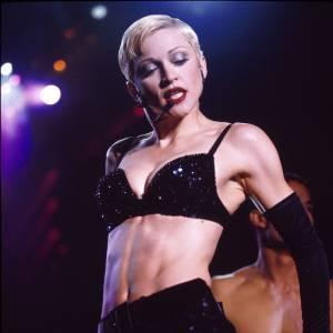 """Madonna. L'histoire : en 1995, alors qu'un journaliste demande à la Ciconne ce qu'elle pense de Mariah Carey, la chanteuse répond : """"Mariah n'est  pas particulièrement intelligente, je préfèrerais me suicider plutôt que d'être Mariah Carey"""". Une phrase choc qui ne laissera pas la chanteuse de marbre. Mariah répond immédiatement après, lors d'une conférence de presse : """"Je ne fais plus vraiment attention à Madonna depuis la 5e ou 4e... Quand elle était encore populaire..."""". Ça fait mal."""