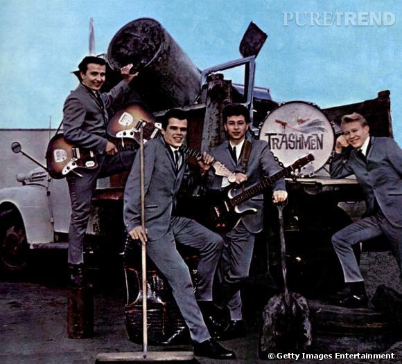 """Les Trashmen.   L'histoire :   les Beach Boys, le groupe BCBG des années soixante, fait fureur avec plusieurs titres comme """"Surfin' USA"""", """"Surfin' Safari"""" ou encore """"Surfer Girl"""". Vous l'aurait compris, du surf, du surf et toujours du surf pour ces gentils garçons un peu trop sage pour les Trashmen. Ces derniers sortent alors la chanson """"Surfin' Bird"""", une attaque directe et bien plus trash. Fini les gentils garçons, place maintenant aux bad boys. Les Trashmen atteignent directement après la 4e place des Billboard Hot 100. Un pari réussi."""
