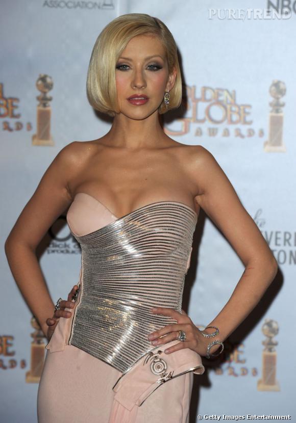"""Christina Aguilera.   L'histoire :   déjà concurrentes dès leur plus jeunes âges (elles étaient ensemble au Mickey Mouse Club), Britney et Christina sont toutes deux des pop stars avec le même public, la même couleur de cheveux, le même style... De quoi engendrer moult jalousie de la part de Christina qui reste loin derrière Britney. Des differends que tout le monde connait entre les deux chanteuses mais qui s'officialise le jour où Christina dit directement qu'elle ne souhaite pas aller au concert de Britney Spears car la chanteuse est """"totalement à la ramasse et si elle a su faire un comeback foudroyant, c'est simplement parce que les gens ont pitié d'elle."""" Dur."""