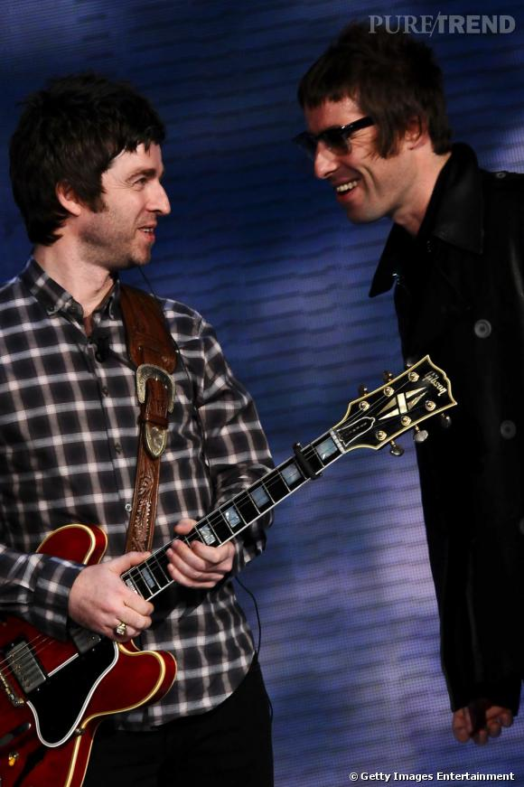 """Oasis.   L'histoire :   ce n'est un secret pour personne, les frères Gallagher sont des durs à cuire. Au point même que lorsqu'ils ont commencé à se méfier du groupe Blur, ils n'y sont pas allés de main morte. Ça a commencé avec des petites insultes gratuites directement adressées à Damon Albarn, chanteur de Blur. Puis les Gallagher sont allés plus loin en se moquant du physique de la petite amie de Damon. Enfin, le gros clash explose lorsque Liam déclare :"""" I hate that Alex and Damon. I hope they catch AIDS and die ."""" (ndlr : Je déteste Alex et Damon. Je souhaite qu'ils attrapent le sida et meurent). Ambiance."""