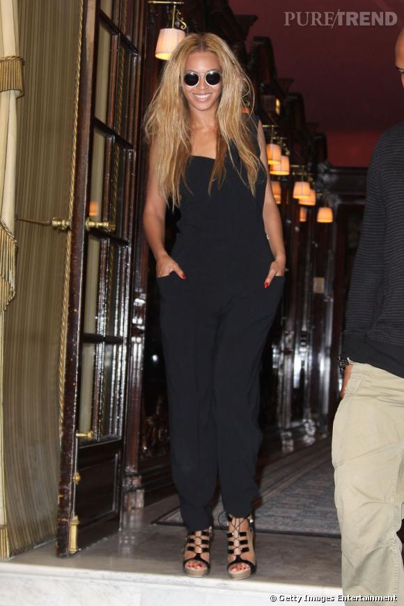 """Beyonce.   L'histoire :   Beyoncé semble fatiguée par les looks de Lady Gaga, et a même affirmé qu'il fallait avoir un minimum de bonne conduite lorsque l'on est invitée à une soirée. Lors des Grammys Awards, Lady Gaga est arrivée dans un oeuf géant. Ce fut la goutte d'eau qui fit déborder le vase. Beyoncé a alors dit :  """"  je trouve qu'il est de mauvais goût que Gaga essaye constamment  d'attirer l'attention avec ses accoutrements ridicules. """"  Beyoncé aurait ainsi l'intention de remettre cette  """" égoïste égocentrique """"  à sa vraie place. Simple jalousie ou réel différend ?"""
