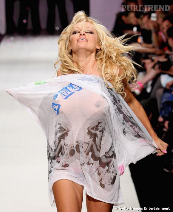 Oops ! Je suis nue sous mon pull (Pamela Anderson)