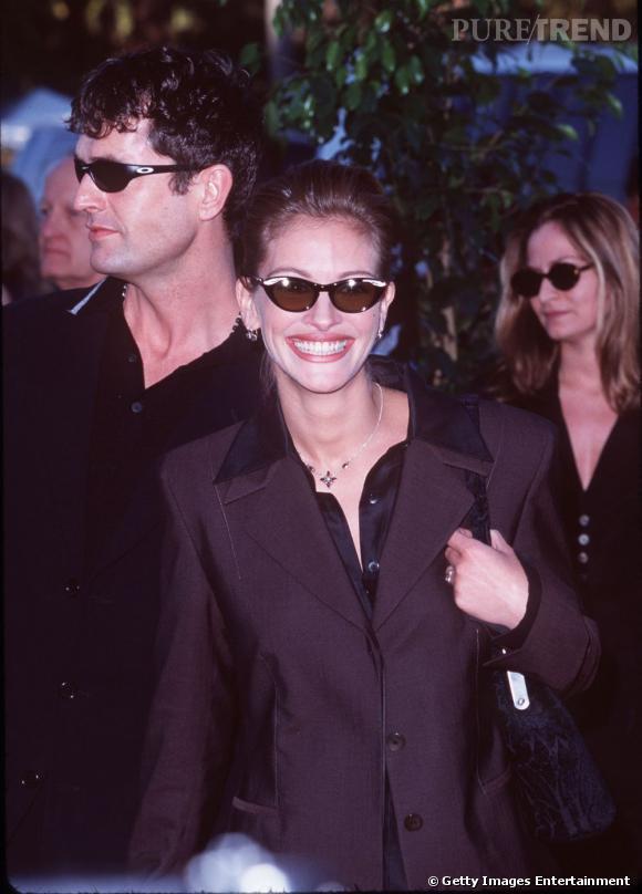 """Les meilleures """"lunettes"""" :   Glamour, cette paire de lunettes papillon ornée de strass est idéale pour apporter du piquant à une tenue sobre."""