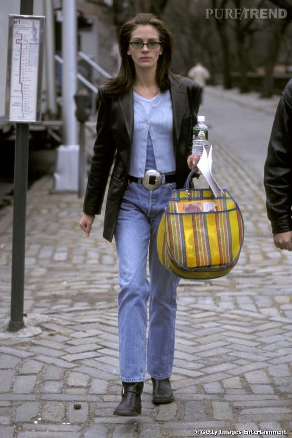 """Le pire """"sac"""" :   L'importance d'un sac est tel qu'il peut vous gâcher une tenue. Rond, à rayures et en tissu, celui de Julia fait pâle figure. On n'évoque même pas la couleur..."""