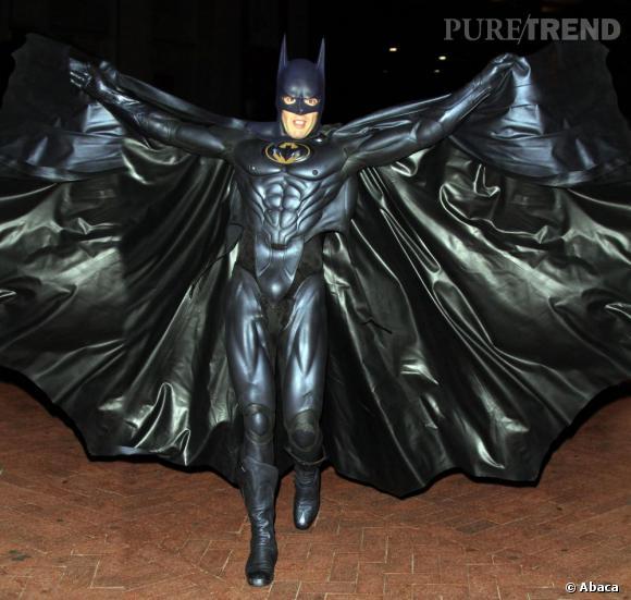 Russell version Batman, on y croirait presque.