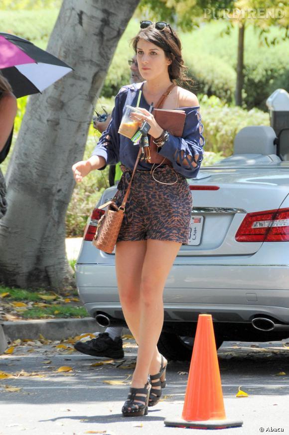 """Shenae Grimes sur le tournage de la saison 4 de """"90210"""" à Beverly Hills."""