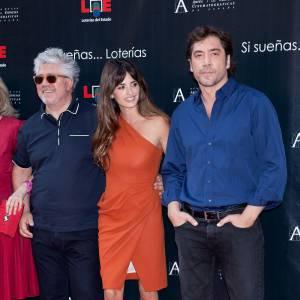 Dernière apparition officielle ensemble : Pour inaugurer l'étoile de Penelope à Madrid, le couple s'est affiché ensemble. Elle en robe asymétrique orange, lui moins expérimental. Résultat : aujourd'hui c'est mieux.