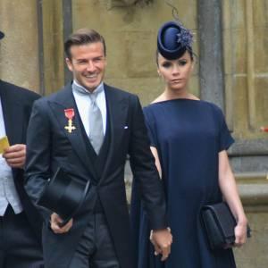 Dernière apparition officielle ensemble : Cool attitude jusqu'au bout, les Beckham étaient conviés au mariage de Kate et William. Ultra chic Monsieur porte une longue veste de costume et elle, une pièce de sa propre création. Résultat : c'est aujourd'hui que le couple est au sommet de sa forme.