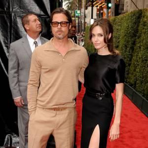 Dernière apparition officielle ensemble : souvent entre top et flop (surtout pour Brad) il est difficile de déterminer le style du couple. Angelina s'impose de plus en plus comme femme fatale, Brad lui aime le laisser-aller. Résultat : Angelina fait avancer les choses (seule) niveau look, mais au moins il y a un sacré progrès ! De plus en plus glamour, elle dompte le red carpet.