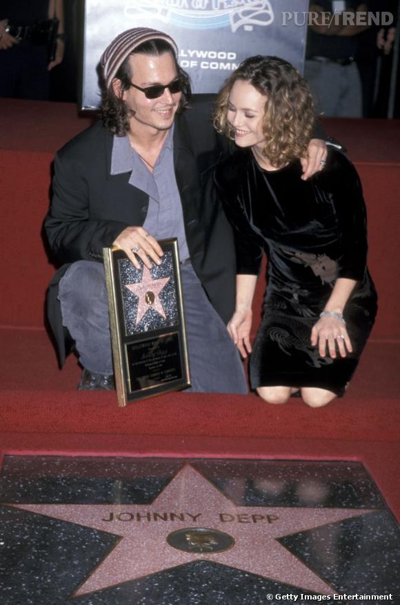 Première apparition officielle ensemble : Couple déjà mythique, Vanessa Paradis et Johnny Depp se sont montrés pour la première fois ensemble en 1999 lors de l'inauguration sur le Hollywood Boulevard de l'étoile de Monsieur. Lui un brin grunge mais résolument chic, elle classique et élégante en robe noire... On adore.