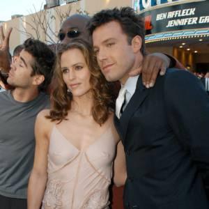 """Première apparition officielle ensemble : Jennifer Garner et Ben Affleck en 2003 sont chic avec une touche sexy. L'avant première de """"Dardeville"""" est restée ancrée dans les mémoires."""