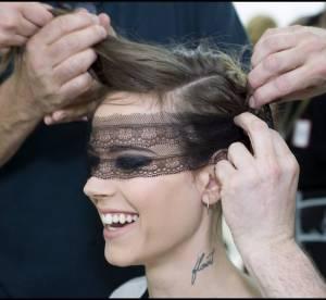 Dans les backstages du défilé Chanel Haute Couture