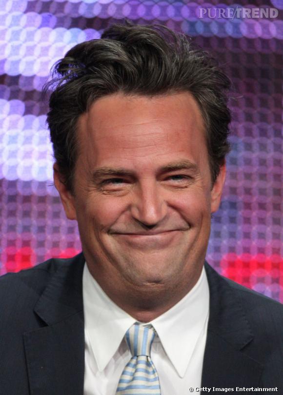 """Dans la catégorie yo-yo, Matthew Perry est gagnant. Tantôt très mince et ensuite très dodu dans la série """"Friends"""", il ne manque pas pour autant de se faire adorer du public. À noter que le rôle de Chandler Bing a failli lui être retiré par les producteurs de la série, furieux de sa prise de poids."""