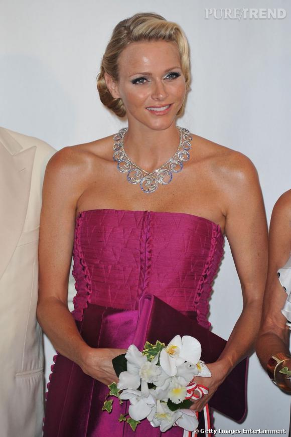 Charlene Wittstock au Red Cross Ball à Monaco, portant un collier van Cleef & Arpels.