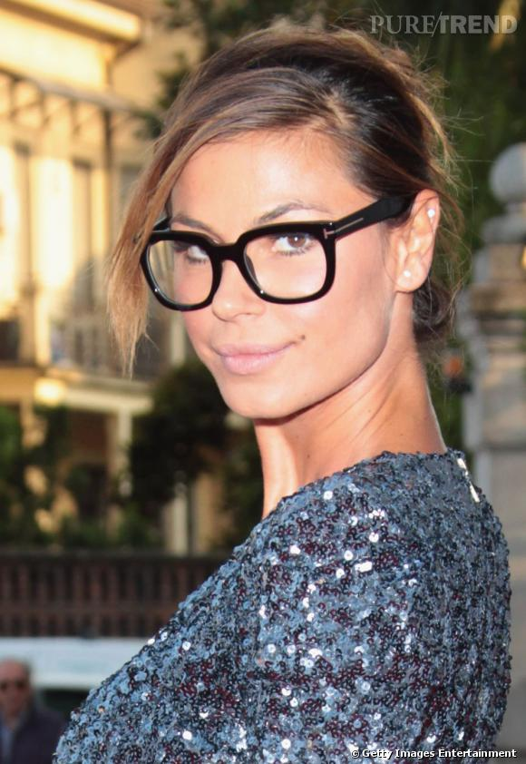 Comment se maquiller quand on porte des lunettes ?       Exemple n°2 :     On mise sur le teint zéro défaut et ses montures.