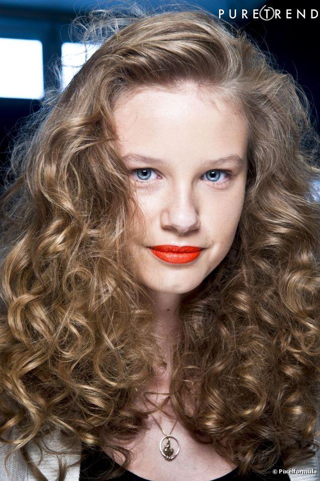 Coupe cheveux frises femme long