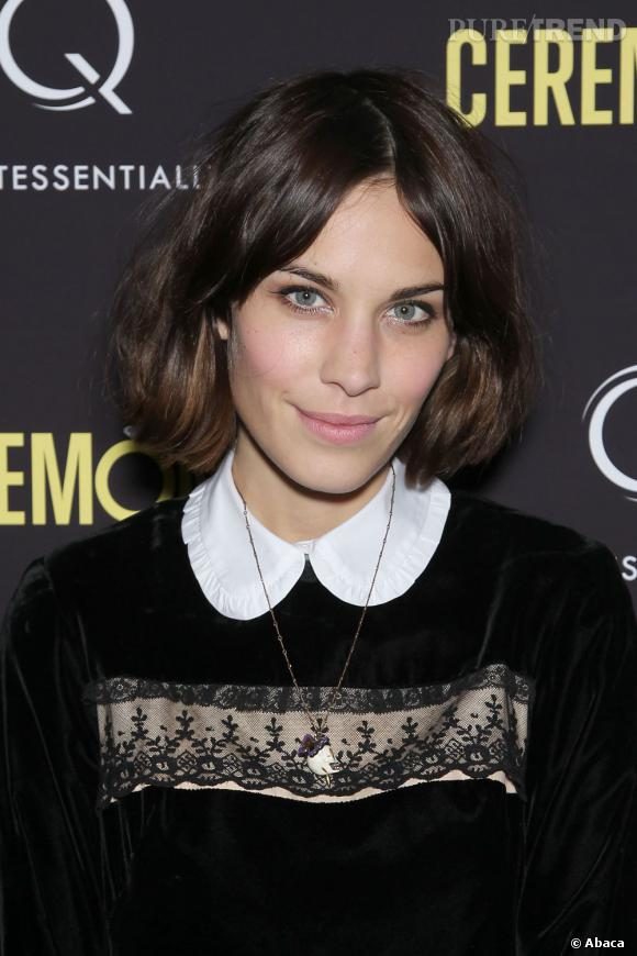 alexa chung ne se s pare jamais de son carr mi long brun. Black Bedroom Furniture Sets. Home Design Ideas