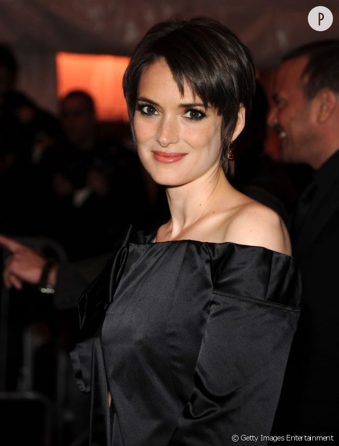 fan des coupes de cheveux courts winona ryder adopte la. Black Bedroom Furniture Sets. Home Design Ideas