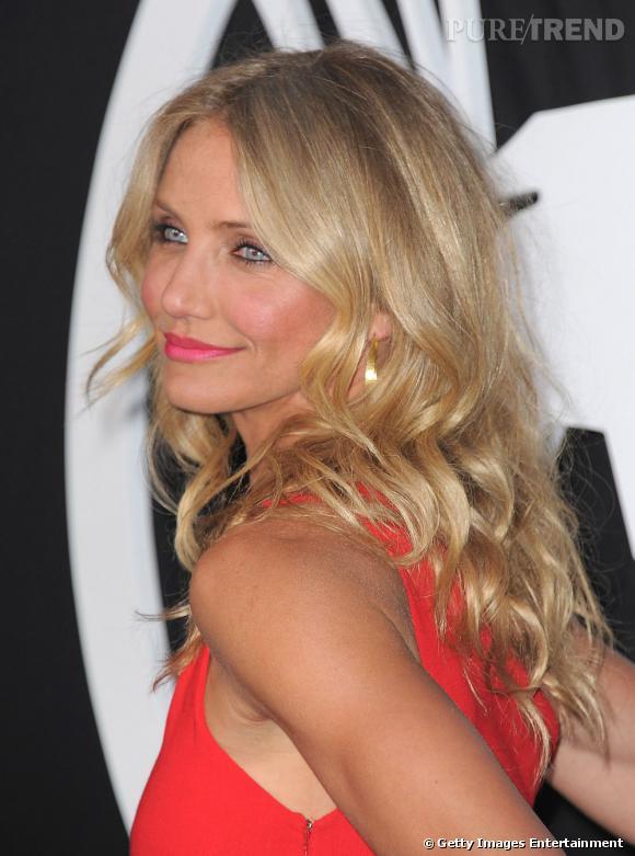 En bonne Californienne,  Cameron Diaz  est coutumière du wavy qui pare sa chevelure blonde de jolies boucles. Un look idéal pour fouler le tapis rouge.