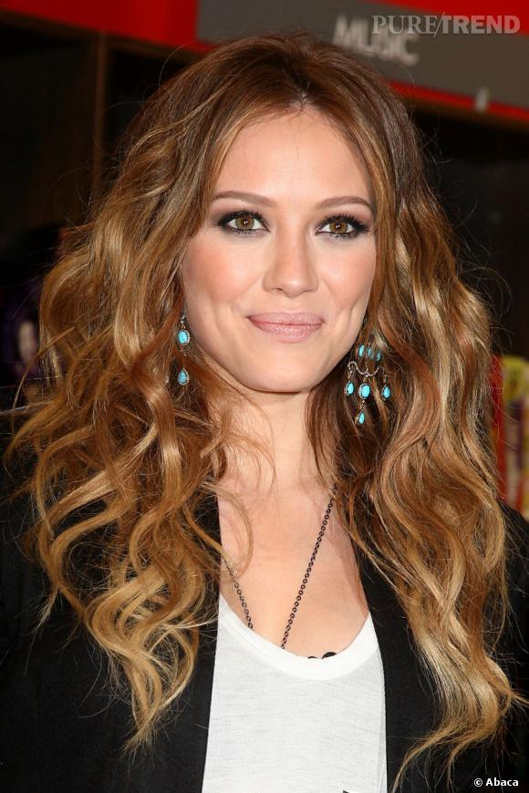 Hilary Duff  aussi se pare de jolies boucles pour un résultat très féminin qui sied parfaitement à la jeune actrice.