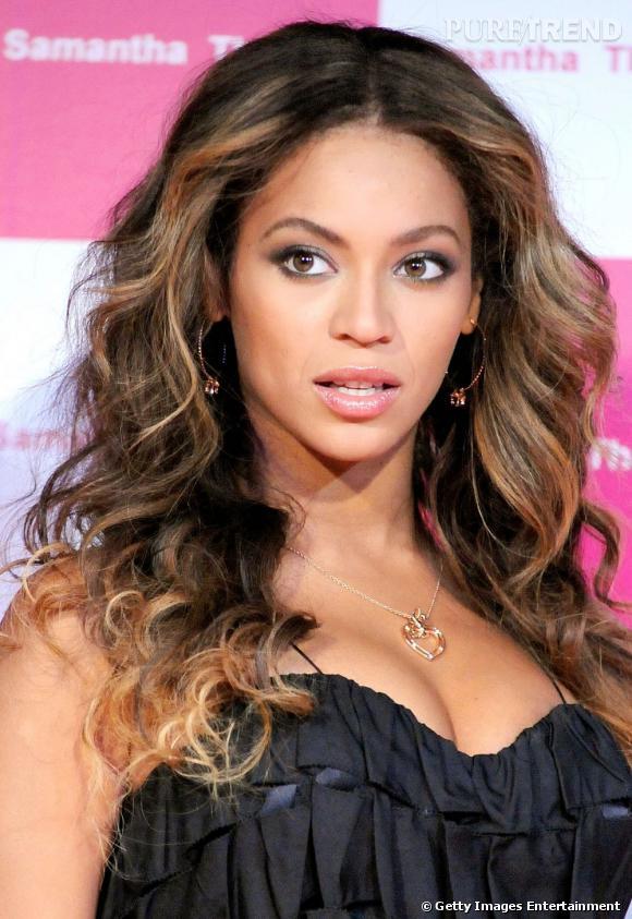En bonne pro du wavy,  Beyoncé  se fait une allure de diva avec cette coupe de cheveux bouclés pleine de volume.