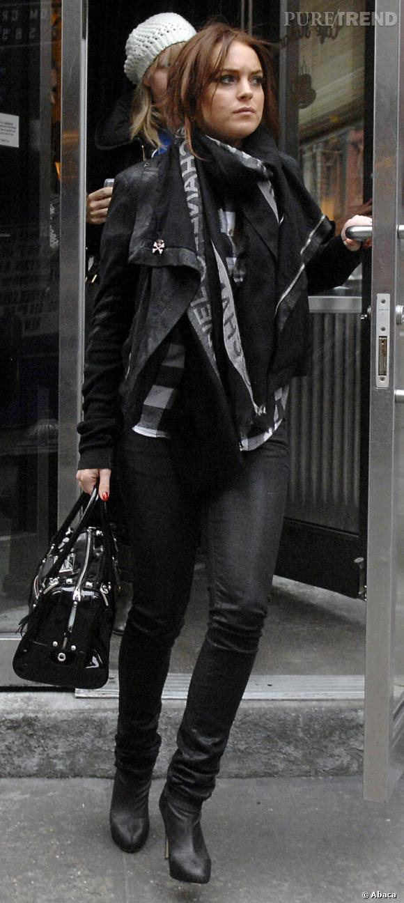 En mars 2008, elle renoue pour un temps avec le style et surfe sur la tendance rock'n'roll.