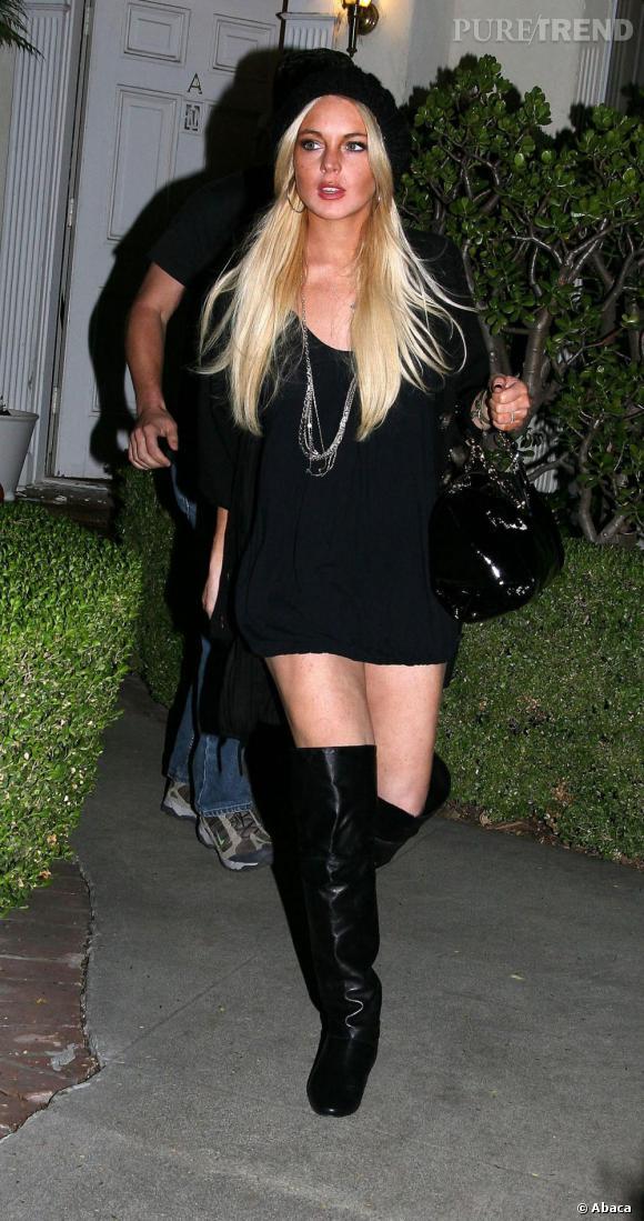 En 2007 elle renoue avec le blond et commence à sombrer dans la vulgarité.