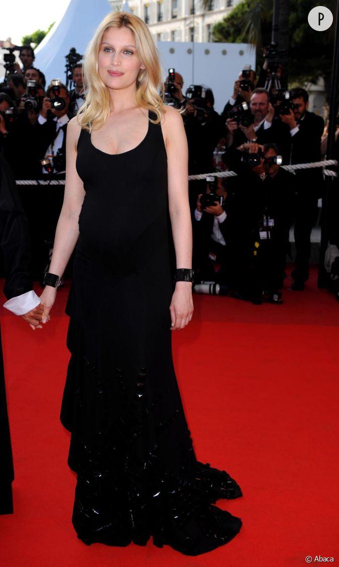 Adriana Karembeu, petite robe noire et maxi effet pour la