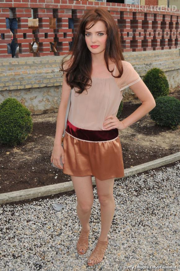 """L'actrice de """"Gossip Girl"""" Roxane Mesquida s'est rendue l'année dernières aux défilés Christian Dior et Miu Miu."""