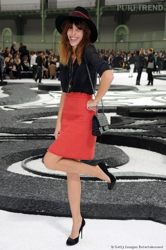 It-girl parisienne par excellence, Lou Doillon sait faire preuve de fantaisie durant les défilés.