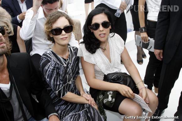 Les soeurs Vanessa et Alysson Paradis : deux it-girls habituées des défilés Chanel.
