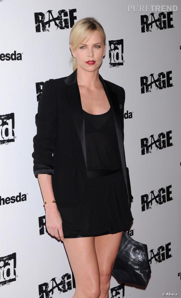 """Charlize Theron à la soirée organisée pour le jeu vidéo """"Rage"""" à Los Angeles."""