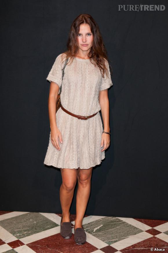 La jolie Virginie Ledoyen, tout en simplicité au défilé Hogan, en total look Chanel.
