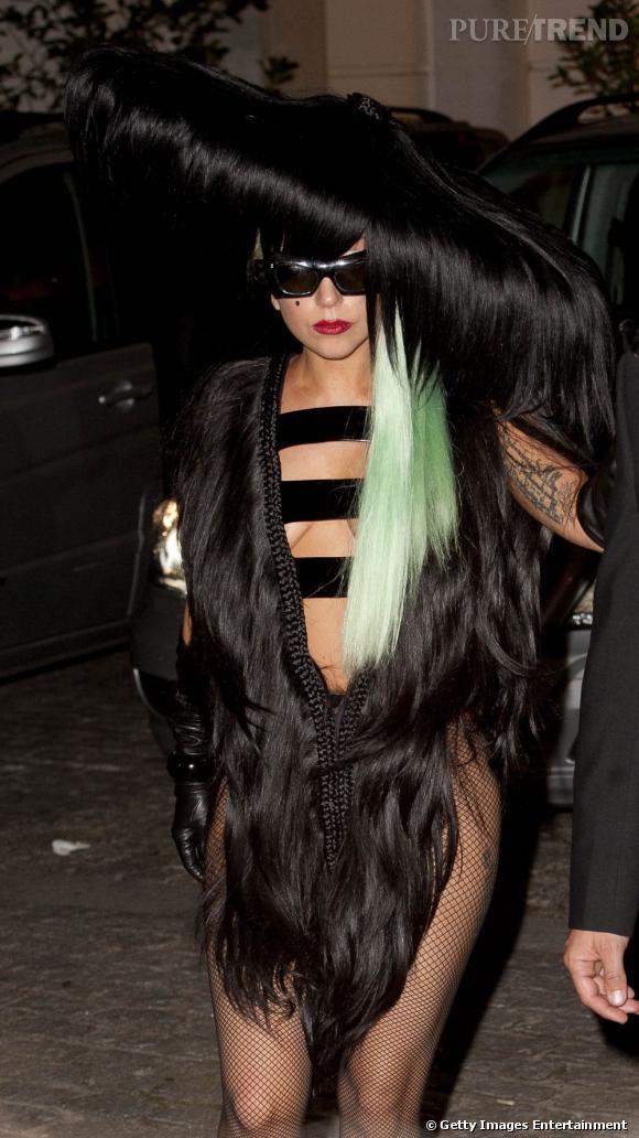 Lady Gaga porte une création Charlie Le Mindu Printemps-Été 2012.