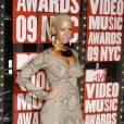 Amber Rose est un top model. Mais pas comme les autres. Poitrine généreuse, muscles dessinés, sa plastique atypique lui a permis de charmer Kanye West et d'être invitée au premier rang des Fashion Weeks. Une outsider des podims qui plaît.
