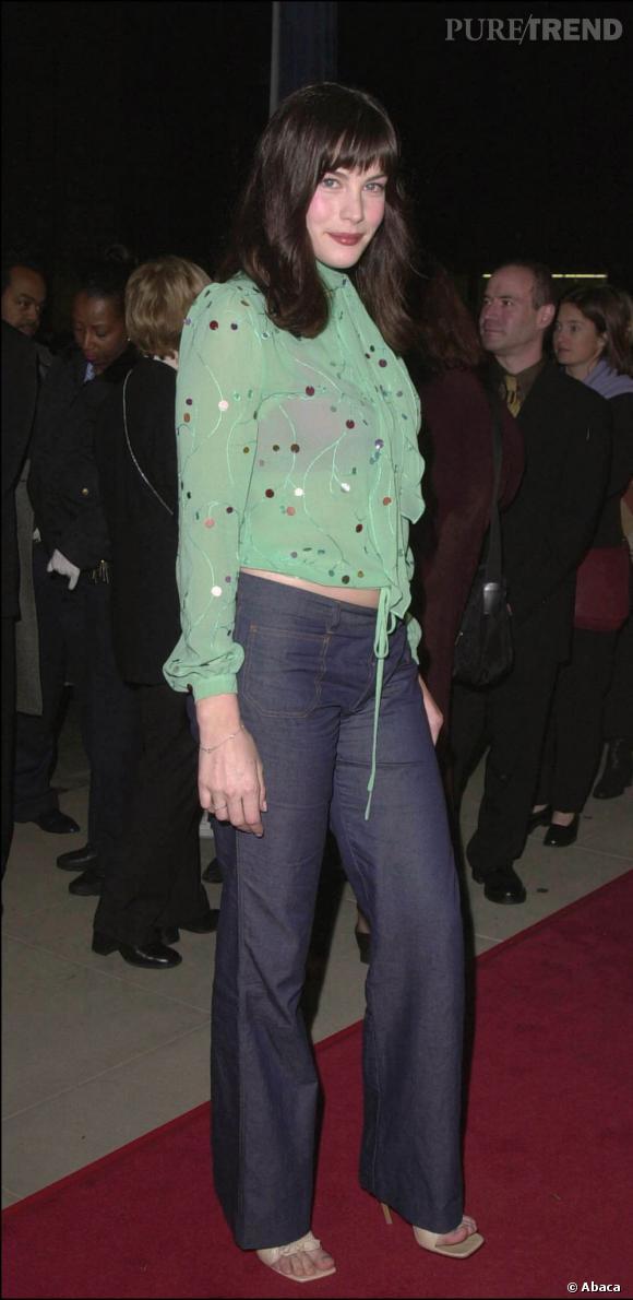 2000 : Liv Tyler aime le vert. Et montrer son ventre.