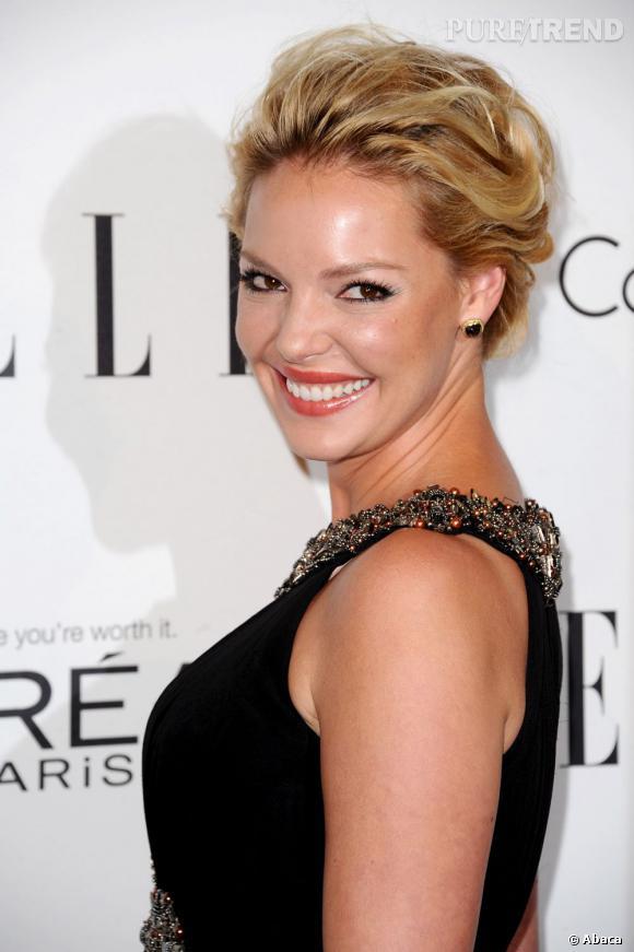 Maquillage sophistiqué, chevelure laquée, Katherine heigl incarne la star américaine dans toute sa splendeur.