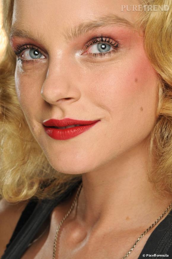 http//static1.puretrend.com/articles/2/58/88/2/@/622961,pour,un,maquillage,yeux,bleus,colore,580x0,3