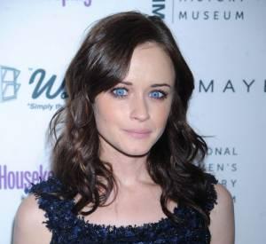 Alexis Bledel possède l'un des plus beaux regard bleu océan d'Hollywood. Pour le mettre en valeur, elle opte pour la simplicité avec un trait de khôl noir.