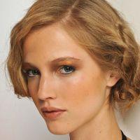 Maquillage des yeux bleus : comment sublimer son regard ?