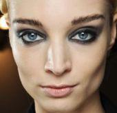 maquillage des yeux bleus comment sublimer son regard. Black Bedroom Furniture Sets. Home Design Ideas