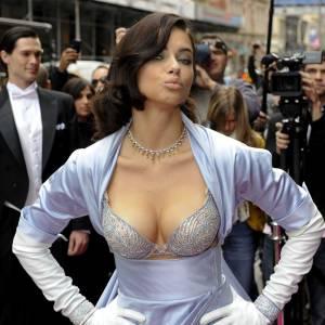 """Adriana Lima portant le """"Fantasy Bra"""" de Victoria's Secret."""