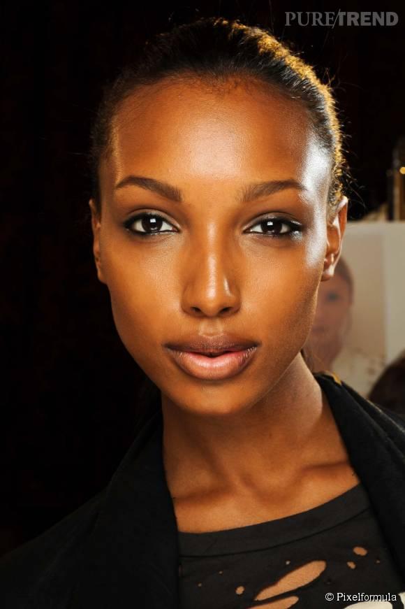 Faites le plein de conseils beauté pour une peau noire bien hydratée.