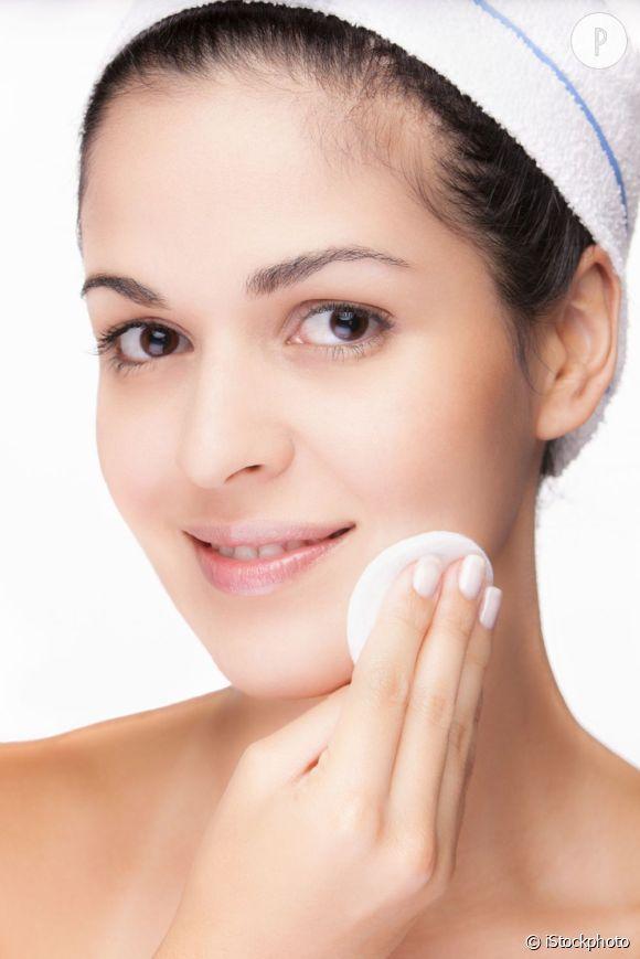 Démaquillage, produits non-comédogènes et gommage : découvrez nos conseils pour traiter l'acné.