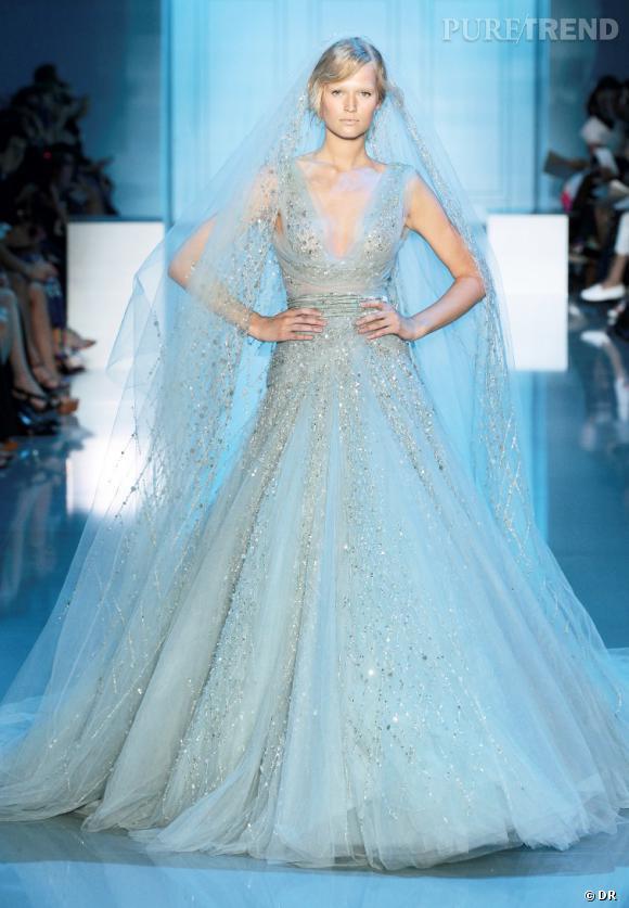 Je veux : une robe de mariée Haute Couture Elie Saab À copier : la coupe vaporeuse et le voile, véritable prolongement de la robe  Défilé Haute Couture Automne-Hiver 2011/2012.